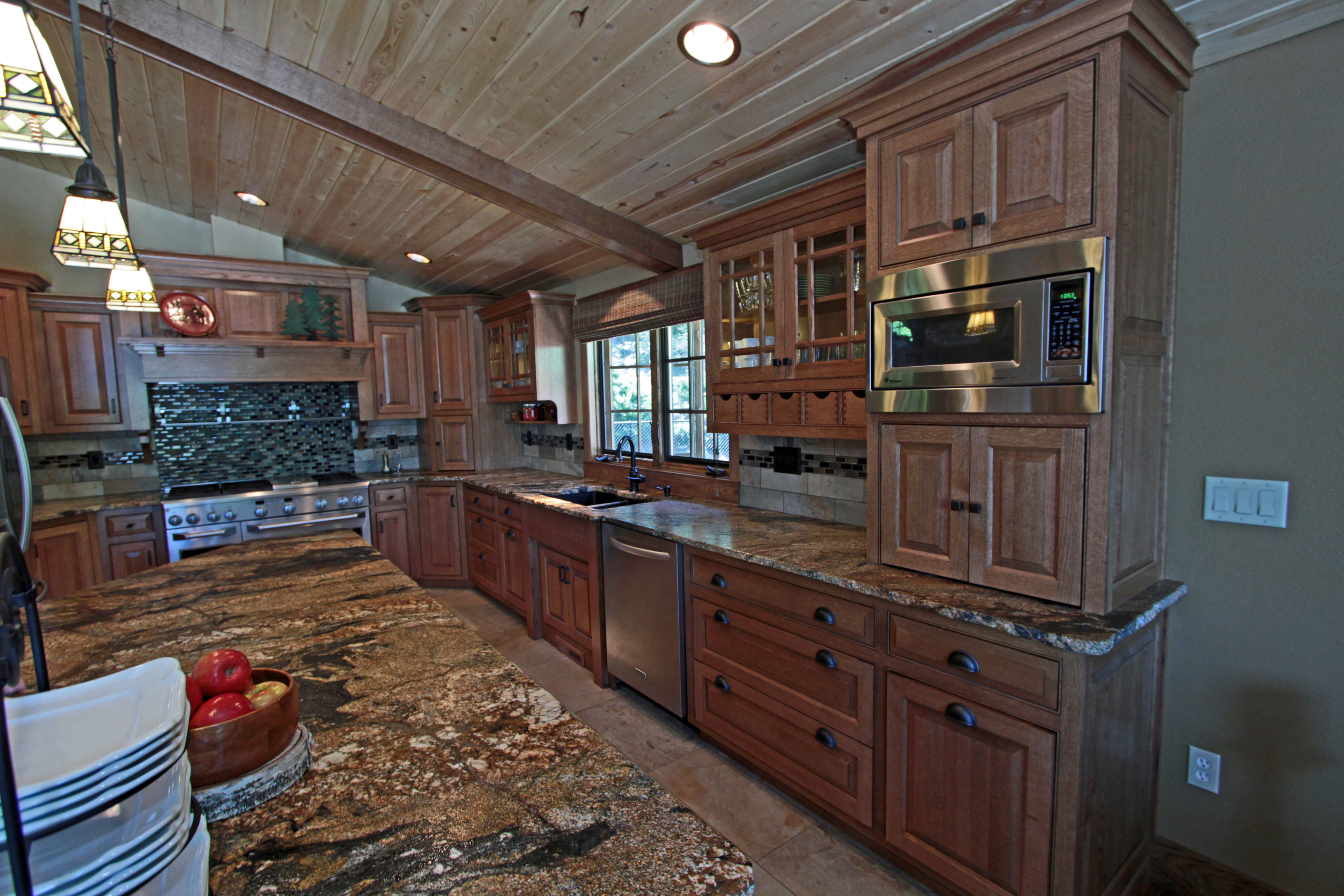 Bigthumb Kitchen Craftsman Style Quartersawn Oak Medium Color Flush Mount Glass Wood Hood Appliance Garage Diagonal