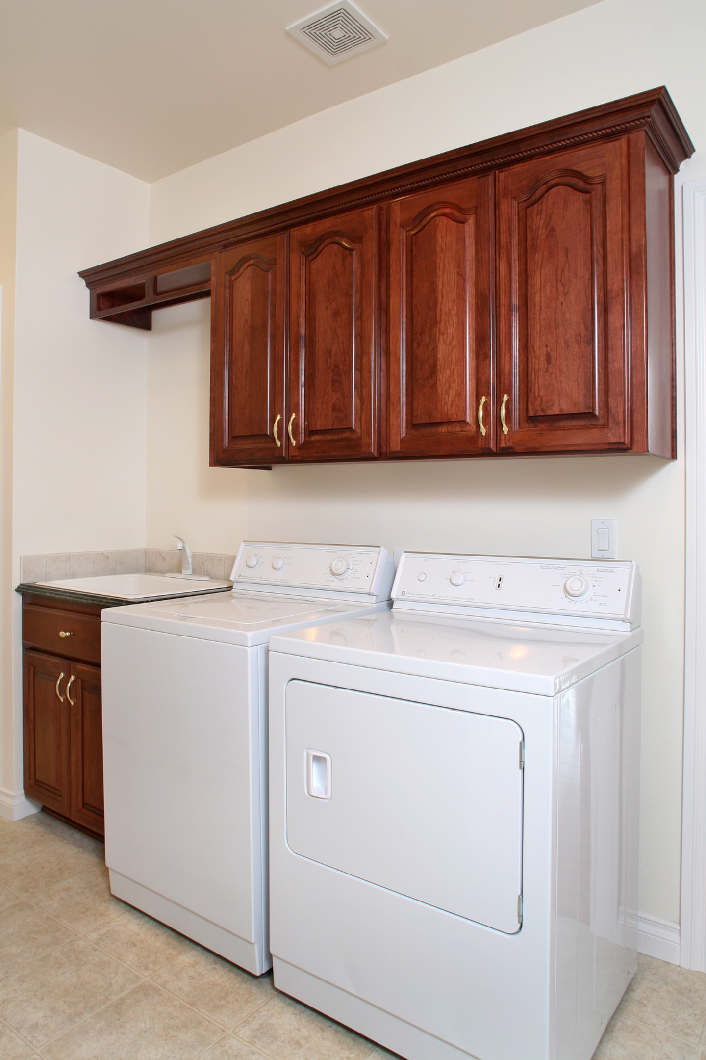 Arch raised panel kitchen cabinets red cherry oak kitchen for Arched kitchen cabinets